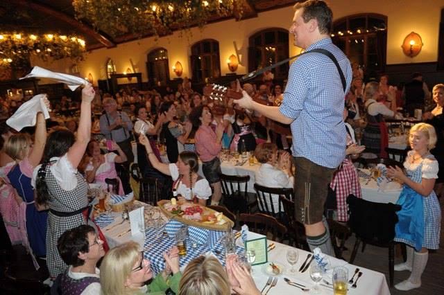Band spielt Live Musik bei 50. Geburtstag