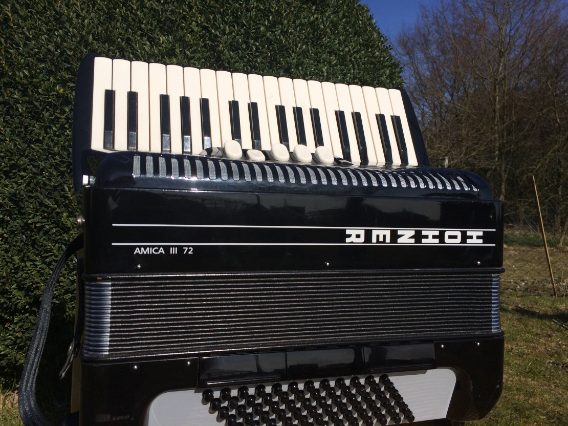 akkordeon-hohner-amica-III-72-gebraucht-1