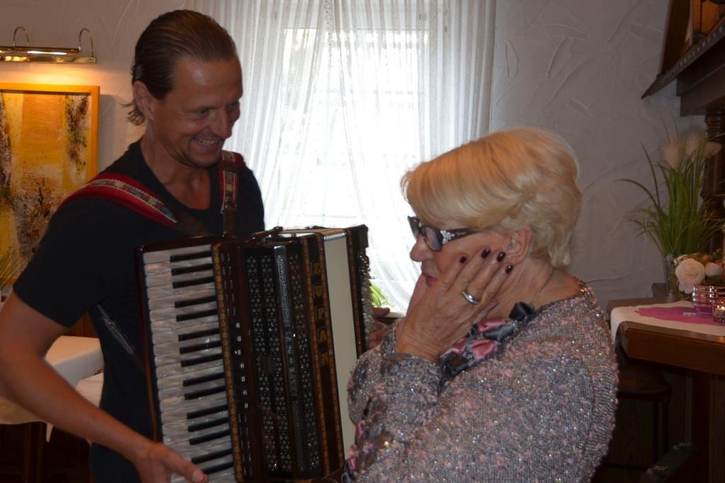 Sänger für 80. Geburtstag