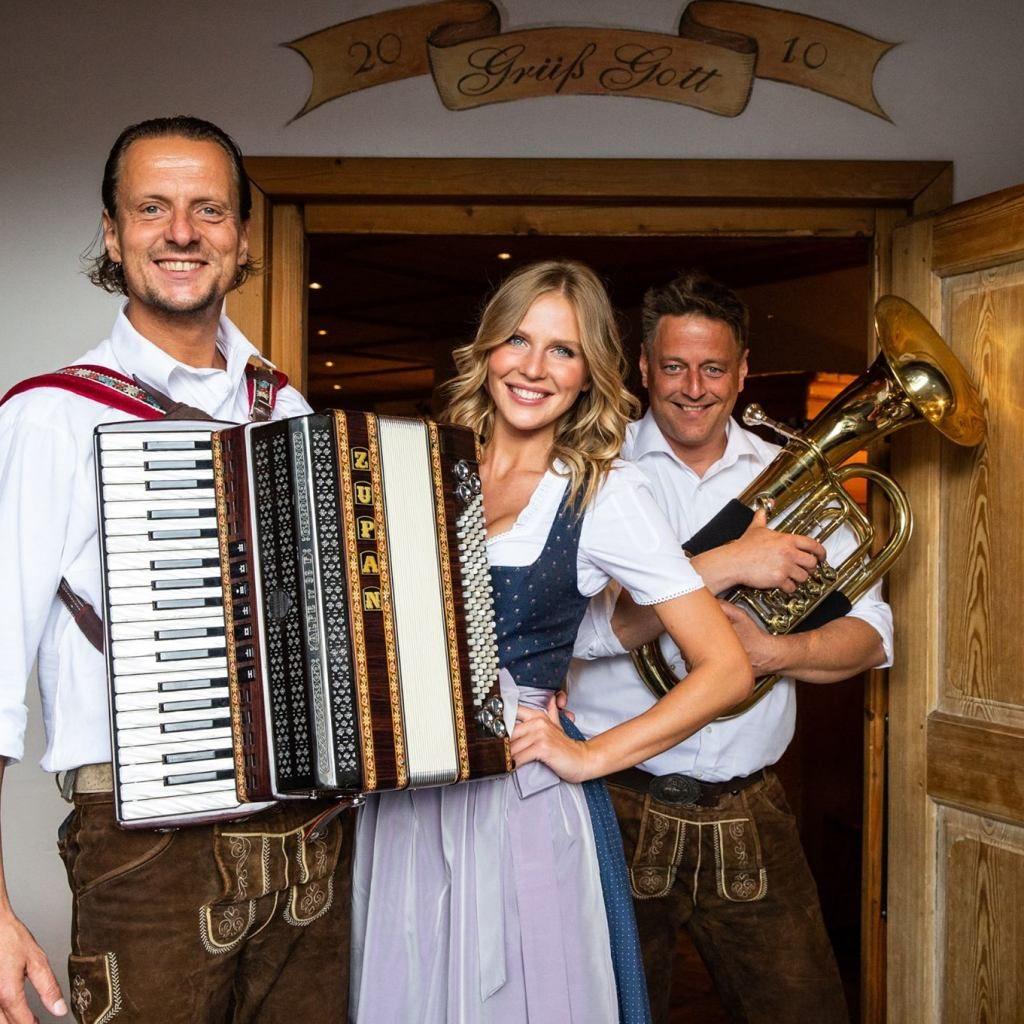 Bavarian folk music band in Neuschwanstein Hohenschwangau