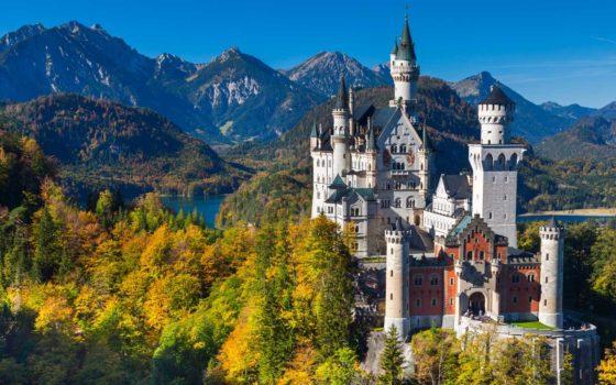 Neuschwanstein castle in Hohenschwangau