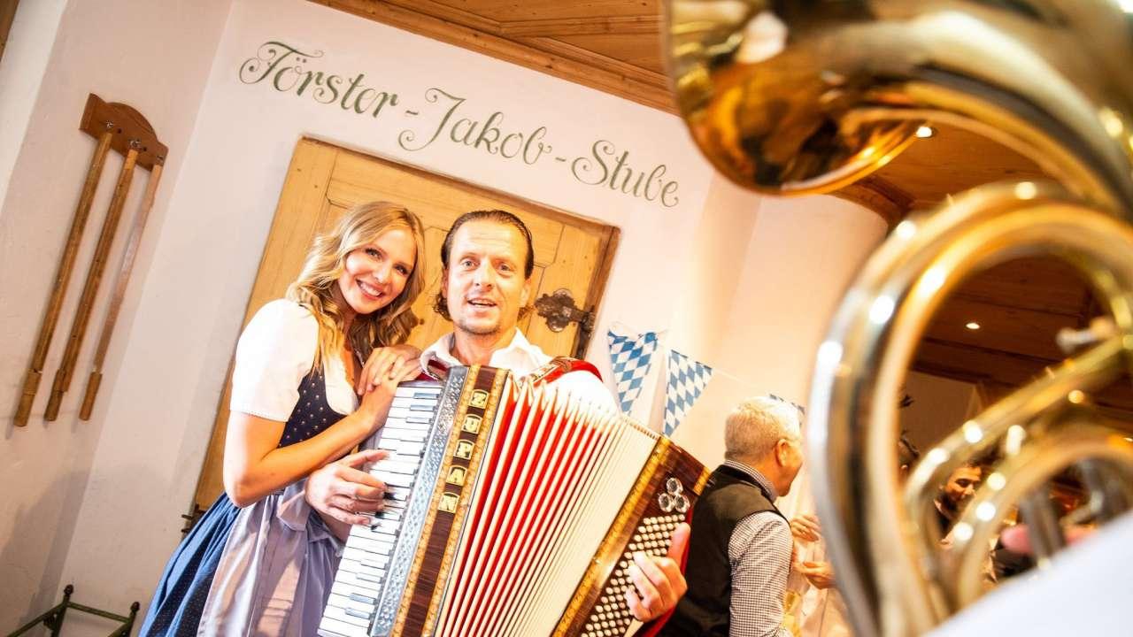 慕尼黑啤酒节上的巴伐利亚音乐